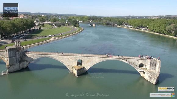 Avignon par Drone Pictures - Pont Saint Benenzet et Rhône