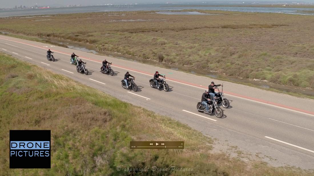 Huit Harley-Davidson sur la route - Tournage pour Hyraw en Camargue © Drone-Pictures
