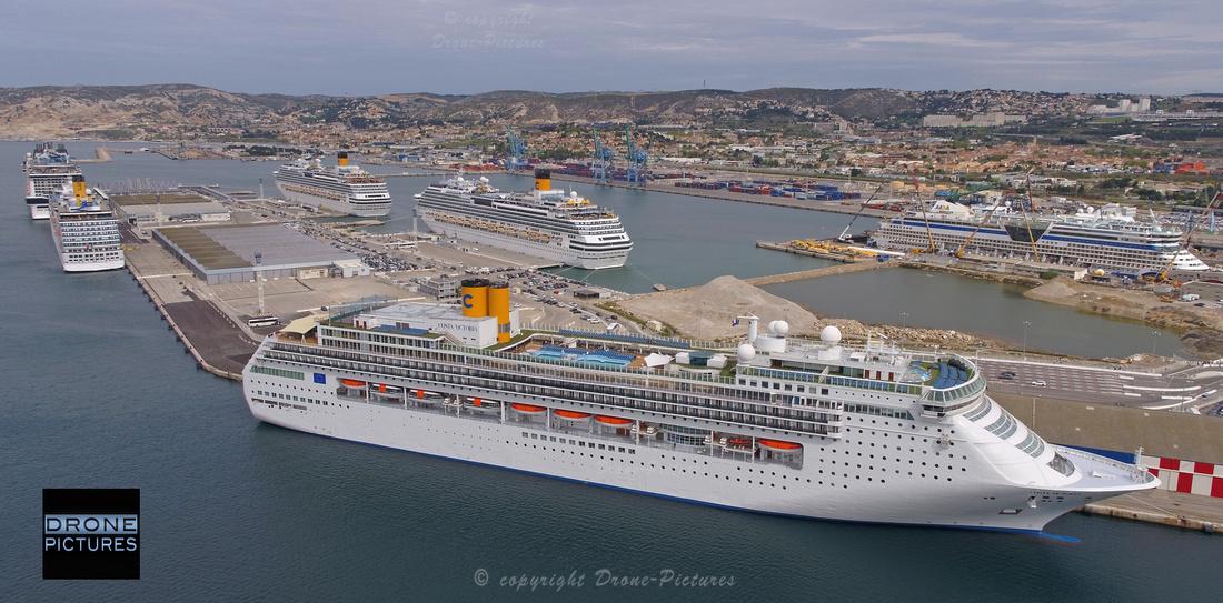 Photo aérienne de 4 bateaux Costa Croisières à quai au Port de Marseille - vue par drone © Drone-Pictures -0227.JPG