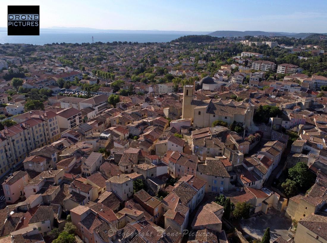 Photo aérienne par drone du centre historique d'Istres - © Drone-Pictures