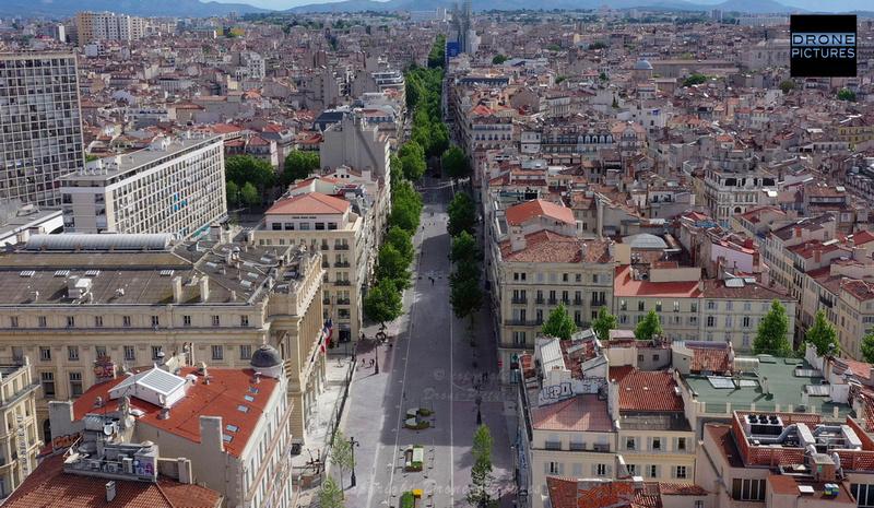 Photo aérienne du Vieux-Port et la Canebière le 1er Mai-2020 à Marseille