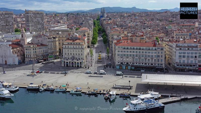 Photo aérienne du Vieux-Port le 1er Mai-2020 à Marseille