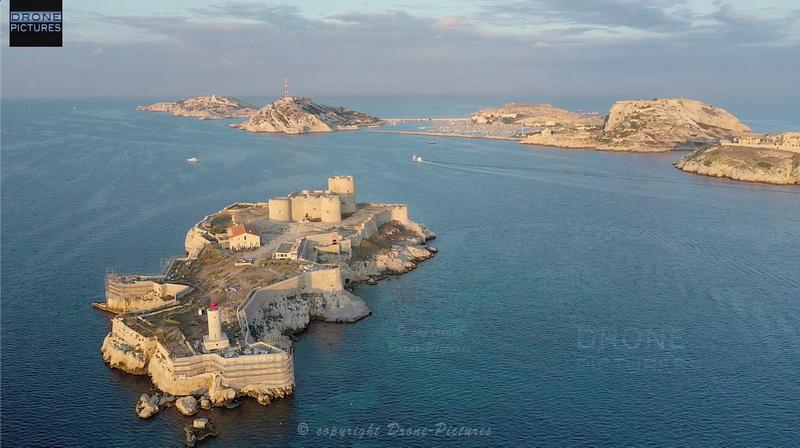 Vue aérienne du Chateau d'IF au lever du soleil, à Marseille, prise de vue par drone © Drone-Pictures Marseille