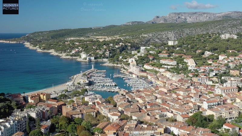 Vue aérienne du village de Cassis prise de vue par drone © Drone-Pictures Marseille