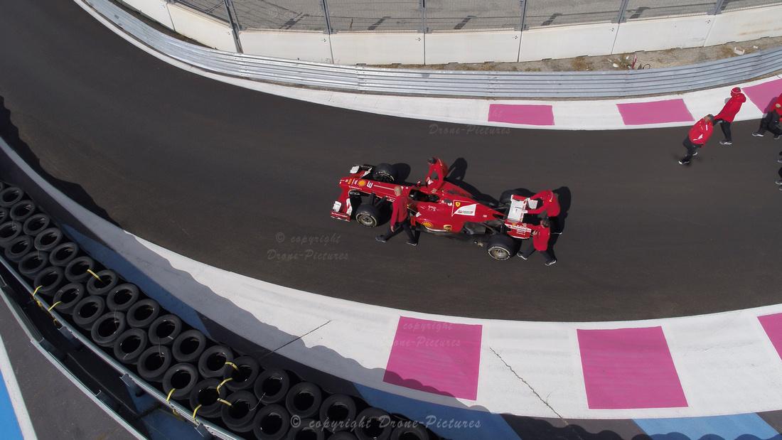 Ferrari Formula 1 sur la piste du Photo officielle Ferrari au Circuit Paul Ricard du Castellet en septembre 2020 © Drone-Pictures
