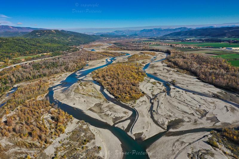 Vue aérienne de la Durance en Automne, France © Drone-Pictures