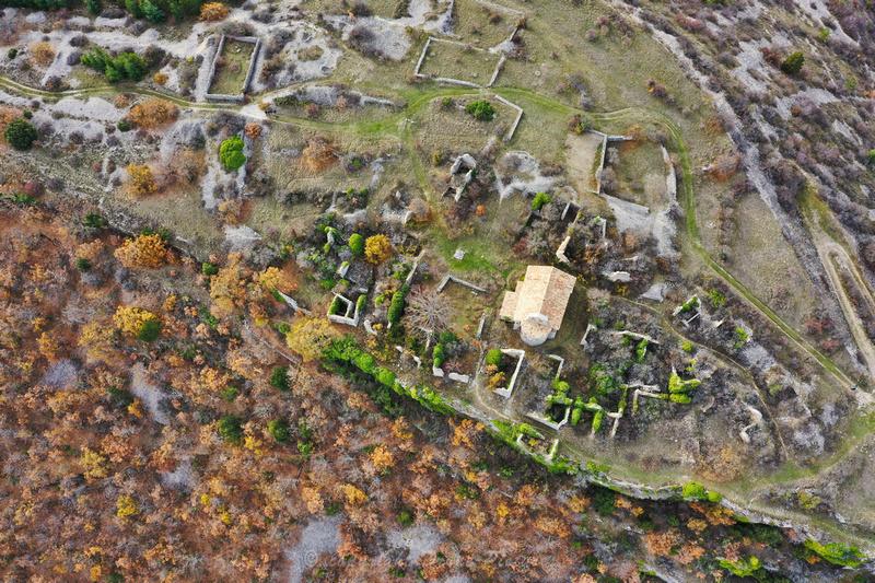 Photo aérienne par drone du Haut Monsalier 04 - Village Abandonné par drone © Drone-Pictures