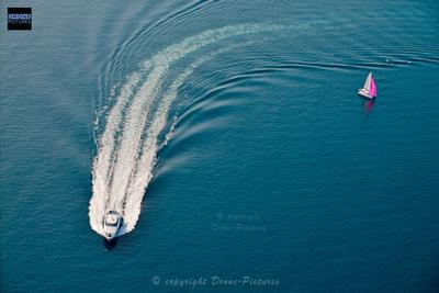 Bateau et voilier en mer, Presqu''ile de Giens
