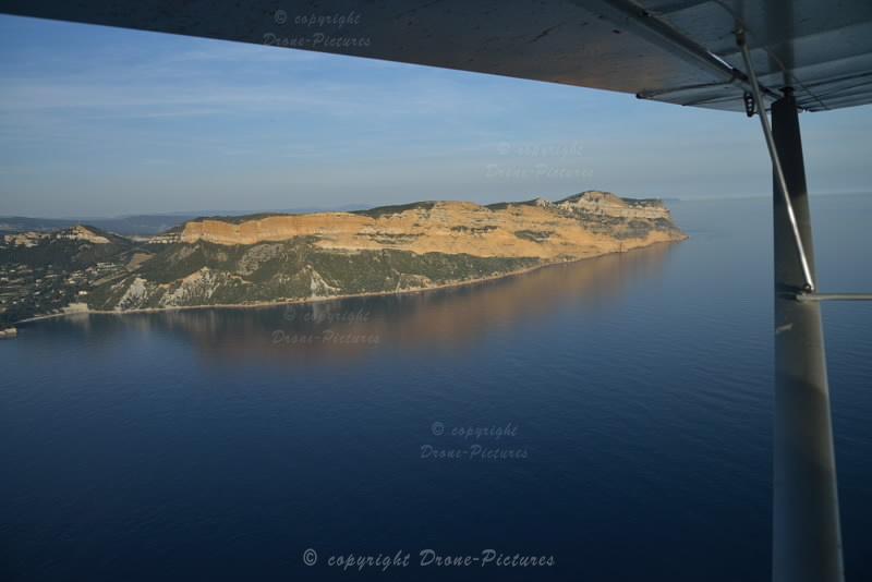 Baie de Cassis et Cap Canaille depuis un Ulm (vue aérienne)