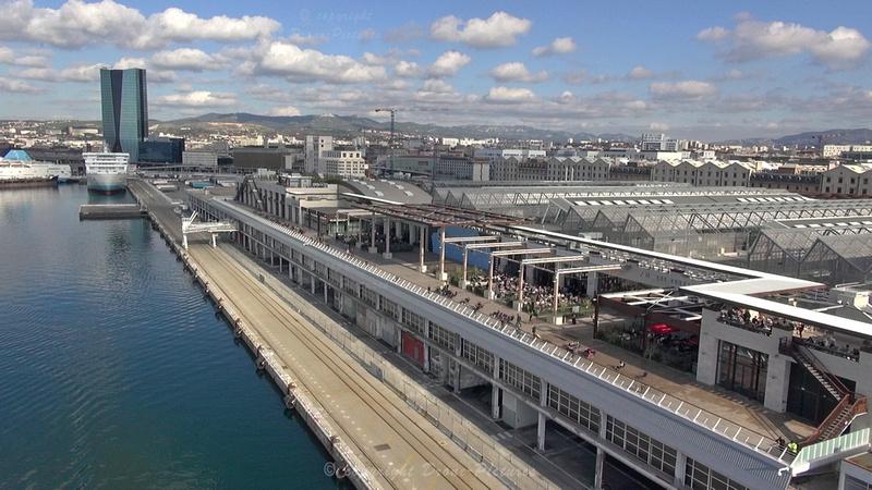 Terrasses du Port et le Port + Tour CGM-CMA - Marseille