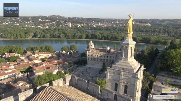 Avignon par Drone Pictures - Notre dame des Doms et Petit palais