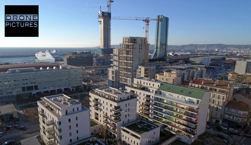 Marseille Tours La Marseillaise (en construction) et  CMA-CGM quartier Euro-Méditerranée, vue par drone